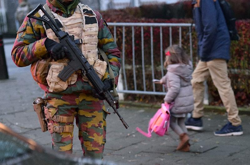 A soldier stands guard as pupils go to school at the French lycee in Brussels on November 25, 2015 (AFP Photo/Emmanuel Dunand)