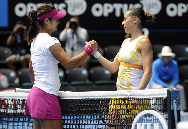 Li Na of China, left, shakes hands with Flavia Pennetta of Italy at the net, after Li won their quarterfinal at the Australian Open tennis championship in Melbourne, Australia, Tuesday, Jan. 21, 2014.(AP Photo/Andrew Brownbill)