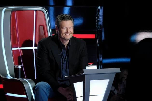 Coach Blake Shelton was all smiles after he watched the contestants quick mic-drop recovery. Source: NBC