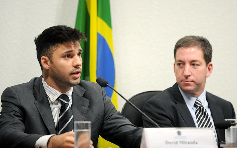 David Miranda (L), partner of the Guardian's Brazil-based reporter Glenn Greenwald (R), speaks before the investigative committee of the Senate that examines charges of espionage by the United States in Brazil on October 9, 2013 (AFP Photo/Evaristo Sa)