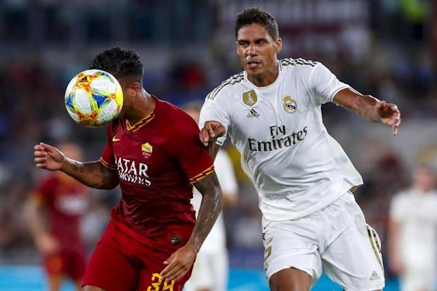 Rome (Italy), 07/08/2019.- Roma's Justin Kluivert (L) and Real Madrid's Raphael Varane (R) in action during the international friendly soccer match AS Roma vs Real Madrid CF at Olimpico stadium in Rome, Italy, 11 August 2019. (Futbol, Amistoso, Italia, Roma) EFE/EPA/ANGELO CARCONI