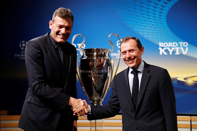 Soccer Football - Champions League Semi-Final Draw - Nyon, Switzerland - April 13, 2018 Bayern Munich Executive Board Member Andreas Jung (L) and Real Madrid Director of Institutional Relations Emilio Butragueno pose with the Champions League trophy after the draw REUTERS/Stefan Wermuth