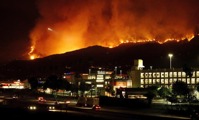 <p>The La Tuna wildfire rages in the Verdugo Mountains above Burbank, Calif., on Sept. 2, 2017. (Photo: Paul Mounce/Getty Images) </p>