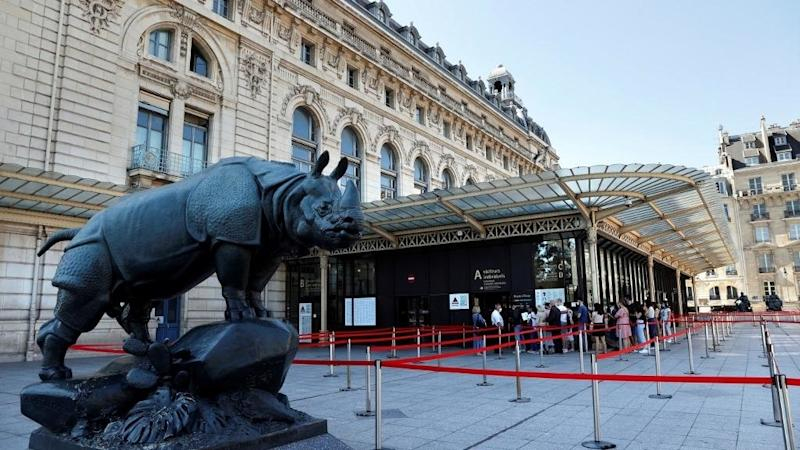Musée d'Orsay apologises for refusing entry to a woman wearing low cut dress