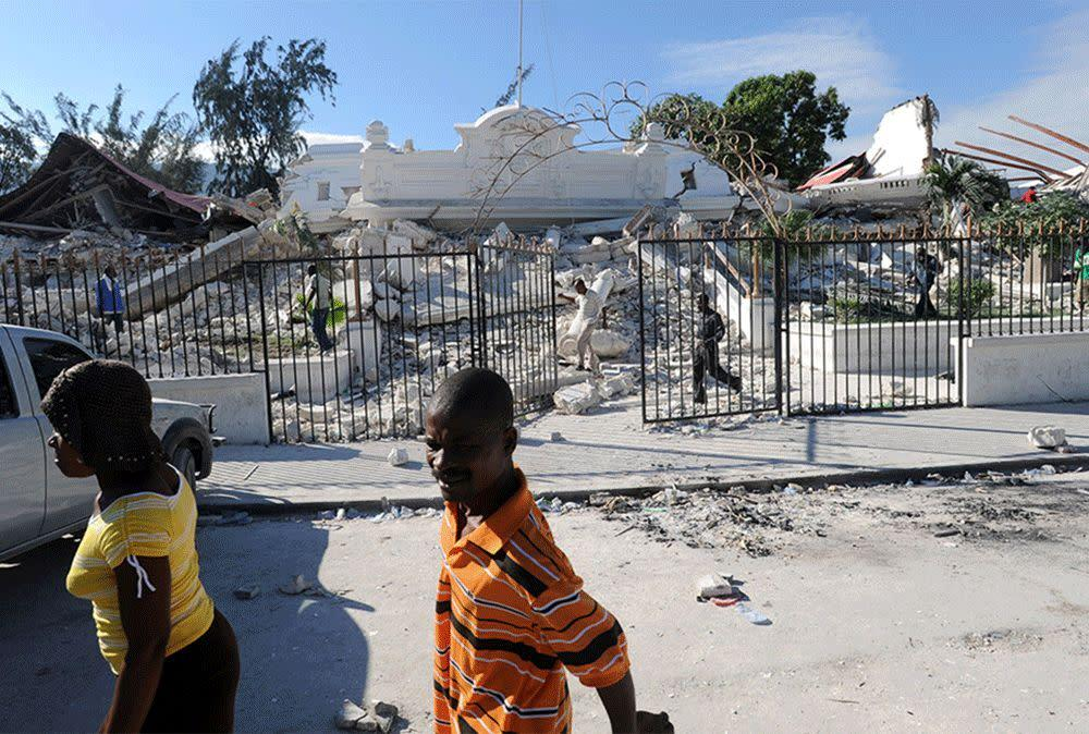 These images show the site of the Haitian Palace of Justice Port-au-Prince, on Jan. 14, 2010 on Dec. 29, 2014.