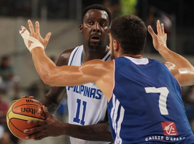 Philippines' Andray Blatche (left) vies for the ball with France's Joffrey Lauvergne during the friendly basketball match between France and Philippines in Antibes, southeastern France on August 15, 2014 (AFP Photo/Jean Christophe Magnenet)