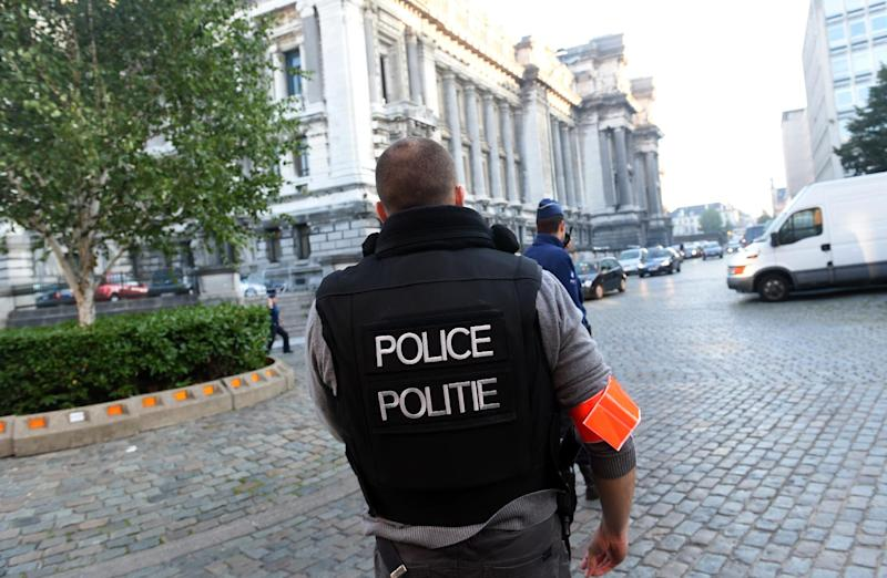 Police officers take position as a convoy escorting French citizen Mehdi Nemmouche is set to arrive at the Justice Palace in Brussels, on September 12, 2014 (AFP Photo/Emmanuel Dunand)