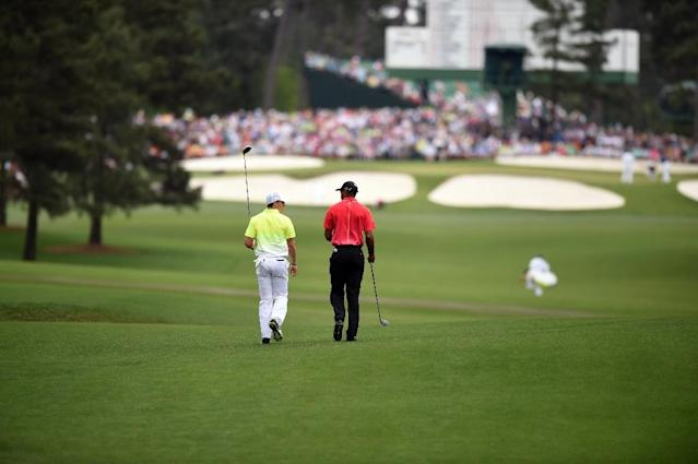 Tiger Woods (R) of the US and Rory McIlroy of Northern Ireland walk the fairway to the 7th hole during Round 4 of the 79th Masters Golf Tournament at Augusta National Golf Club on April 12, 2015, in Augusta, Georgia (AFP Photo/Jim Watson)