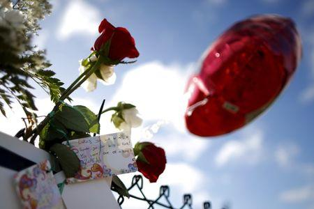 A note for one of the Umpqua Community College shooting victims is seen outside the college in Roseburg