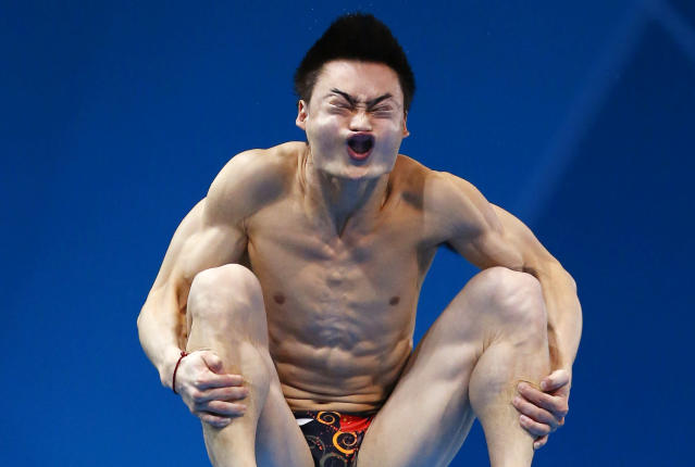 China's Qin Kai performs a dive during the men's 3m springboard preliminary round at the London 2012 Olympic Games at the Aquatics Centre August 6, 2012. REUTERS/Jorge Silva (BRITAIN - Tags: SPORT DIVING OLYMPICS SPORT SWIMMING TPX IMAGES OF THE DAY)
