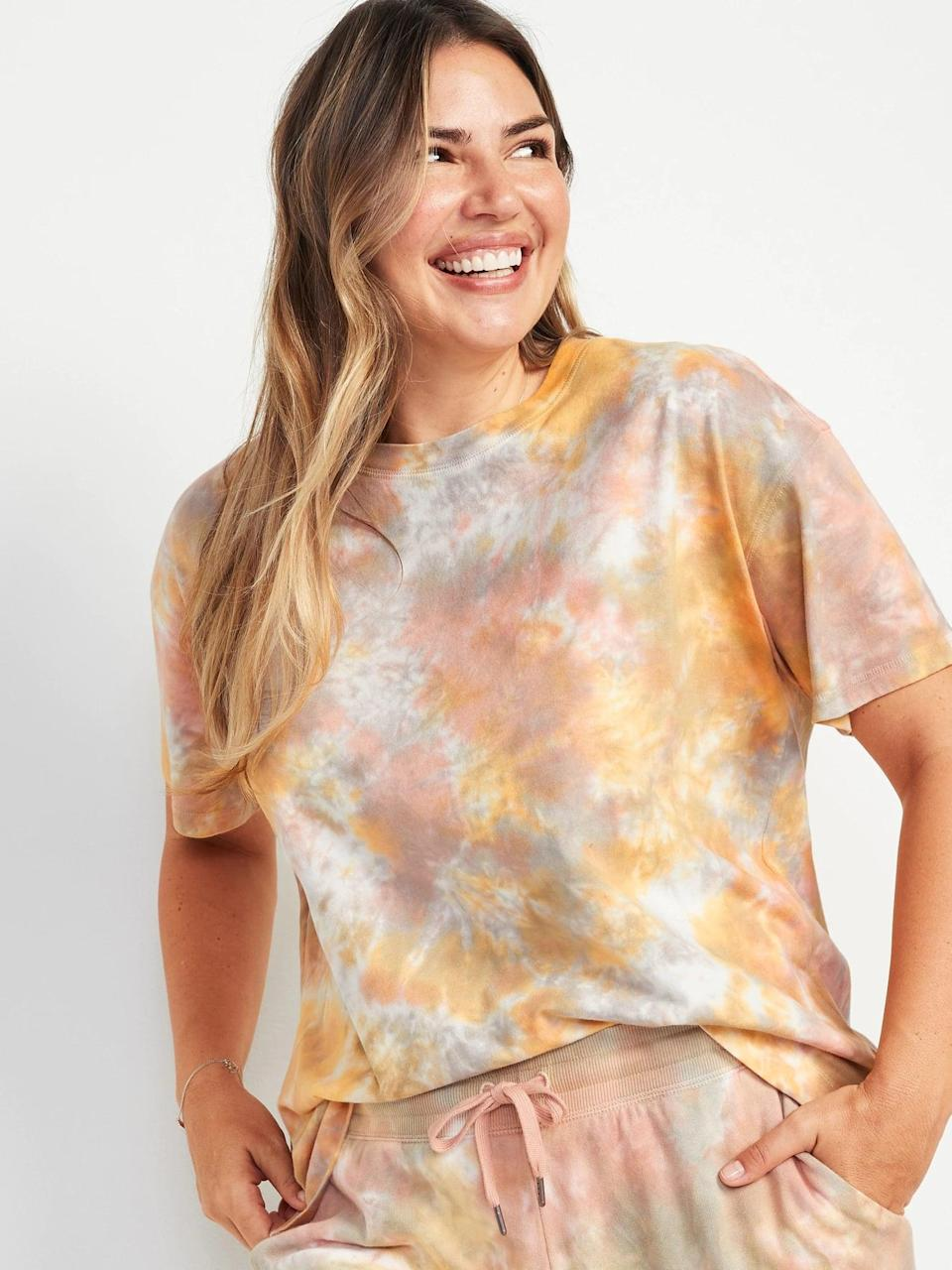 <p>Here is the <span>Old Navy Loose Vintage Tie-Dye Easy Tee</span> ($20) that I've been loving. I like the fit so much, I'm going to buy it in more colors.</p>