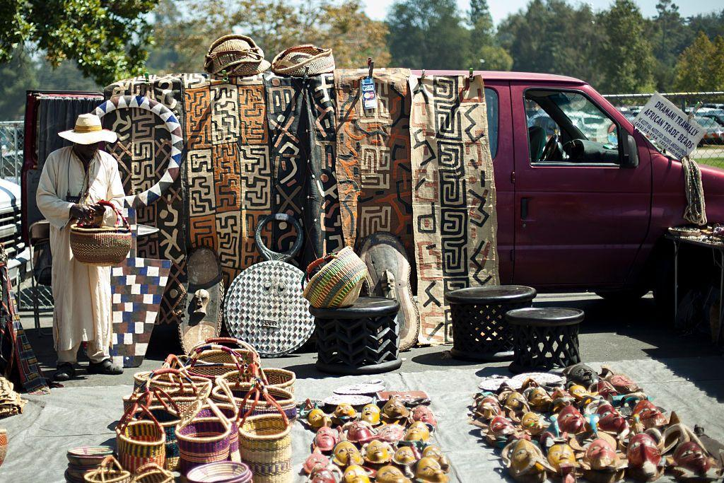 """<p>Further down the California coastline is the <a href=""""https://www.rgcshows.com/rose-bowl/"""" target=""""_blank"""">Rose Bowl Flea Market,</a> which has been in business for 50 years. On the second Sunday of each month, the flea market takes over the famous Rose Bowl Stadium in Pasadena, California. With approximately 2,500 vendors and 20,000 buyers in attendance each month, shoppers will have no shortage of options. </p>"""