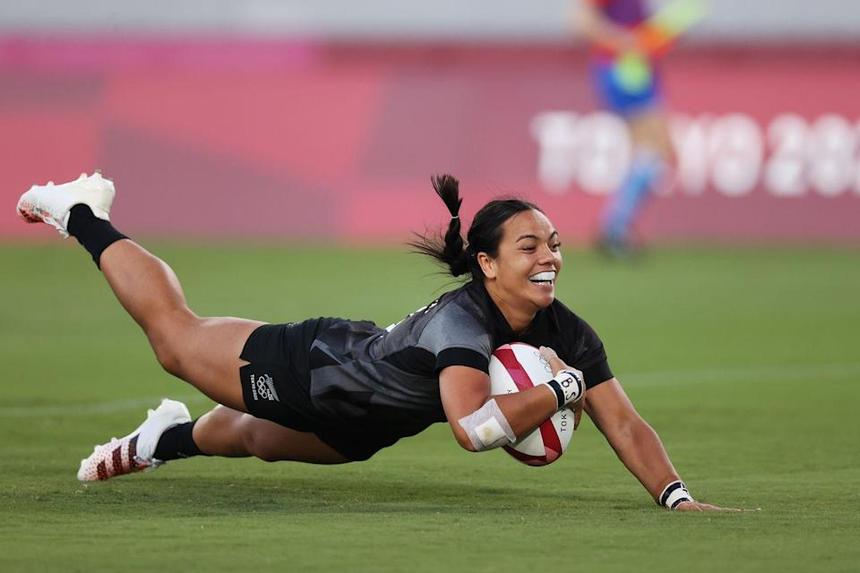 <p>Stacey Fluhler of New Zealand scores a try in the women's gold medal match against France. </p>