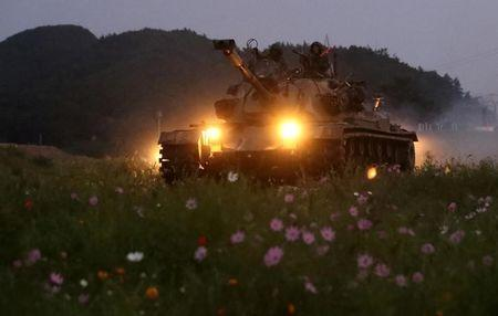 South Korean marines take part in a military exercise on South Korea¡¯s Baengnyeong Island, near the disputed sea border with the north, September 7, 2017. Choi Jae-gu/Yonhap via REUTERS