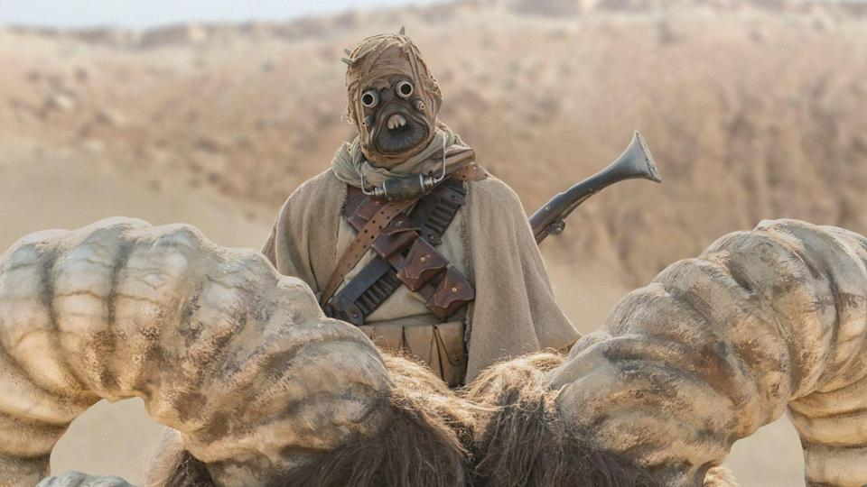 <p> <strong>Episode 1</strong> </p> <p> The sandy sons of Tatooine make a return once more. They have an uneasy working relationship with Cobb Vanth, but eventually form an alliance thanks to Mando's intervention and seeming fluency in their tongue. Babysitter, killer, linguist. Din Djarin can do it all. </p>