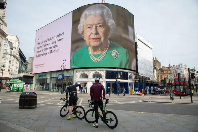 The Queen displayed in London's Piccadilly Circus