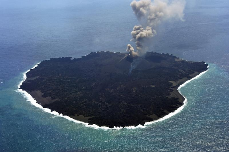 The newly-created Nishinoshima island at the Ogasawara island chain, 1,000 kilometres south of Tokyo, pictured on March 25, 2015 (AFP Photo/)