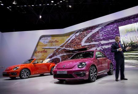Michael Horn, president and CEO of Volkswagen Group of America, unveils the new Beetle at the 2015 New York International Auto Show in New York City, U.S., April 2, 2015. REUTERS/Eric Thayer/Files