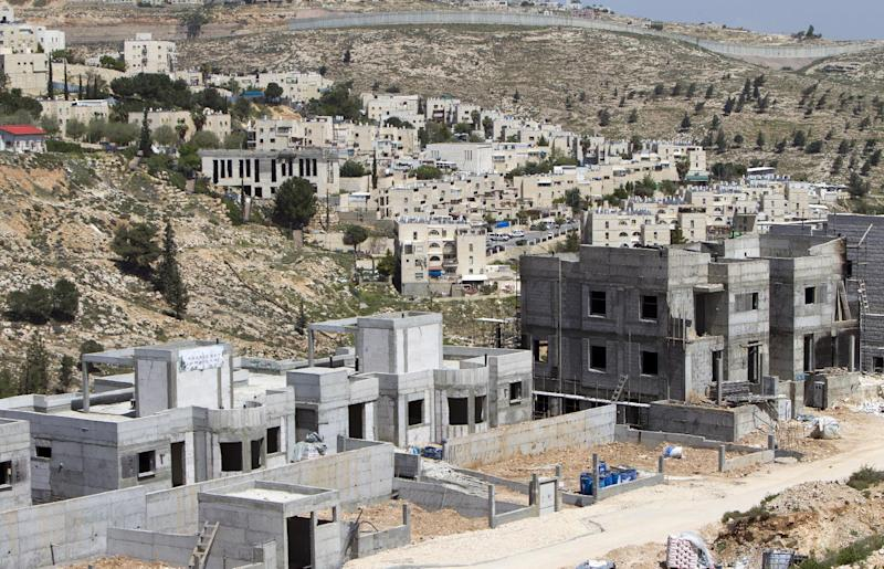 New housing units are seen under construction in the Jewish settlement of Neve Yaakov, near Israel's controversial separation wall in the northern area of east Jerusalem (AFP Photo/Ahmad Gharabli)