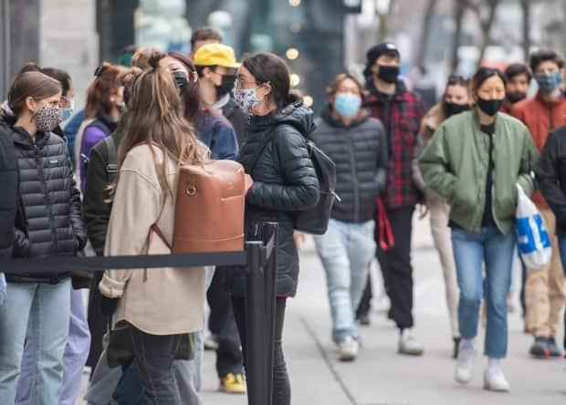 A group of health experts says a shutdown is in order for the Montreal region, to stop the spread of coronavirus variants.  (Graham Hughes/The Canadian Press - image credit)