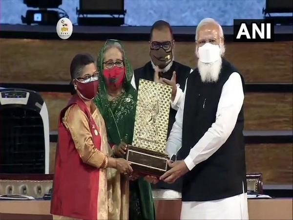 Sheikh Rehana, younger daughter of Bangladesh's Father of Nation Sheikh Mujibur Rahman, receives Gandhi Peace Prize 2020 which has been conferred upon him posthumously.