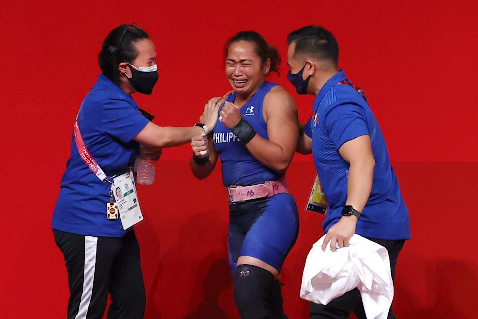 Tokyo 2020 Olympics - Weightlifting - Women's 55kg - Group A - Tokyo International Forum, Tokyo, Japan - July 26, 2021. Hidilyn Diaz of the Philippines celebrates with her team after her final lift. REUTERS/Edgard Garrido
