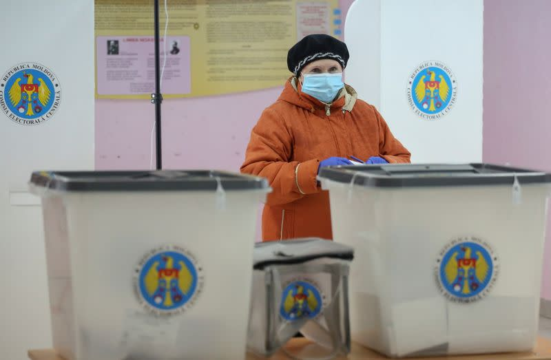 Votes at a presidential election in Chisinau