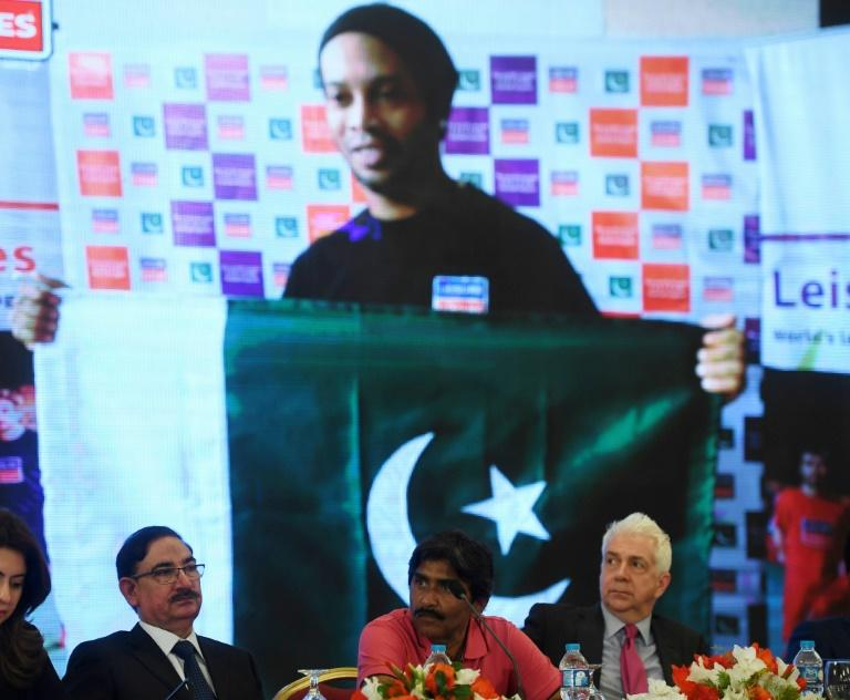 Pakistani cricket legend Javed Miandad (C)  announces that Brazil's Ronaldinho, England's David James and Dutch star George Boateng will be among seven top former players to feature in exhibition games in Pakistan in July