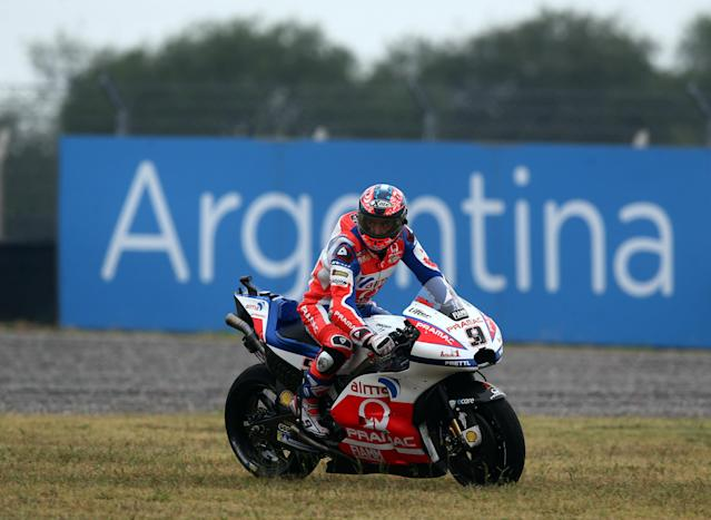 Motorcycle Racing - Argentina Motorcycle Grand Prix - MotoGP Practice Session - Termas de Rio Hondo, Argentina - April 7, 2018 - Alma Pramac Racing rider Danilo Petrucci of Italy rides his motorcycle over the grass during the third practice session. REUTERS/Marcos Brindicci