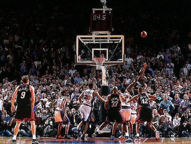 Anthony Carter nails the runner, in 2000. (Getty Images)