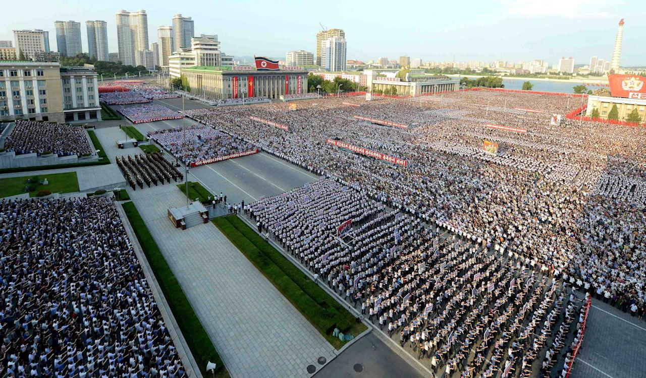 <p>A general view of the square shows people stretching out as far as the eye can see. (Reuters) </p>