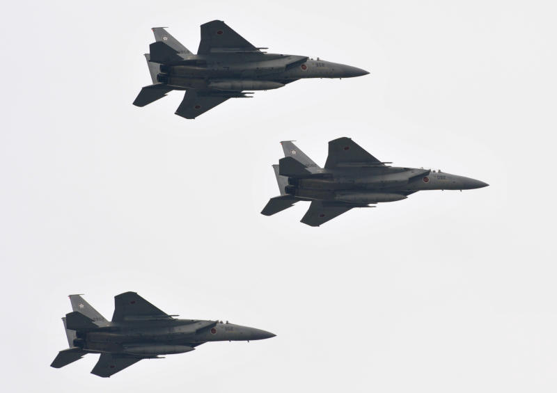 The Japan Air Self-Defense Force's F-15J Eagle aircraft perform a flyover during an inspection parade at the Asaka military base in Tokyo on October 24, 2010 (AFP Photo/Kazuhiro Nogi)