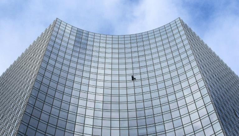 """Alain Robert, popularly known as the """"French Spiderman"""", on the face of the 154 metre high Skyper building in Frankfurt"""