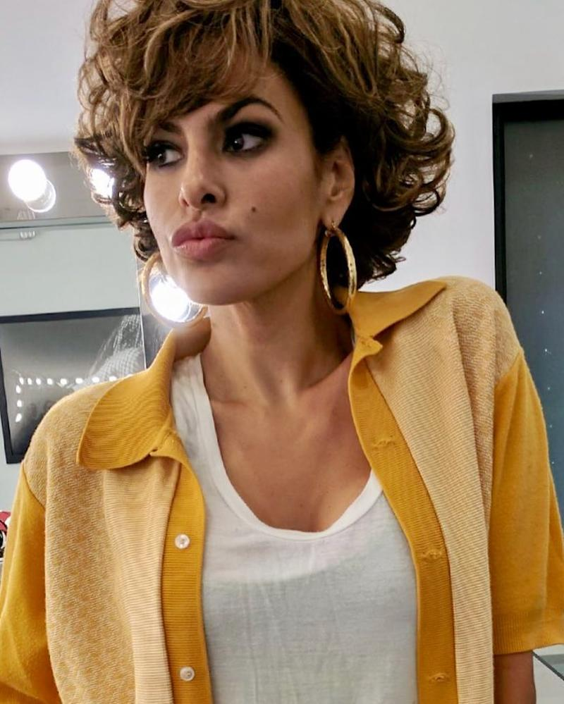 Eva Mendes Chopped Her Hair Into The Flirtiest Curly Bob With Bangs