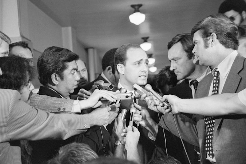 A crowd of reporters surround Los Angeles prosecutor Vincent Bugliosi as he leaves the courtroom in the trial of Charles Manson.