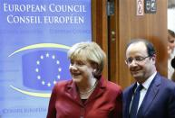Germany's Chancellor Angela Merkel (L) and France's President Francois Hollande arrive at a European Union leaders summit in Brussels October 24, 2013. REUTERS/Yves Herman