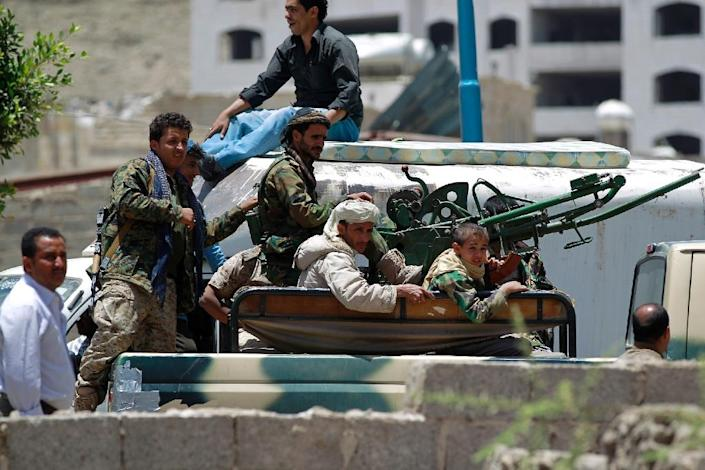 Shiite Huthi fighters patrol the streets of southern Sanaa on April 21, 2015 (AFP Photo/Mohammed Huwais)