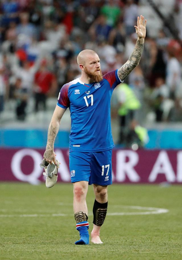 Soccer Football - World Cup - Group D - Nigeria vs Iceland - Volgograd Arena, Volgograd, Russia - June 22, 2018 Iceland's Aron Gunnarsson waves to fans after the match REUTERS/Jorge Silva