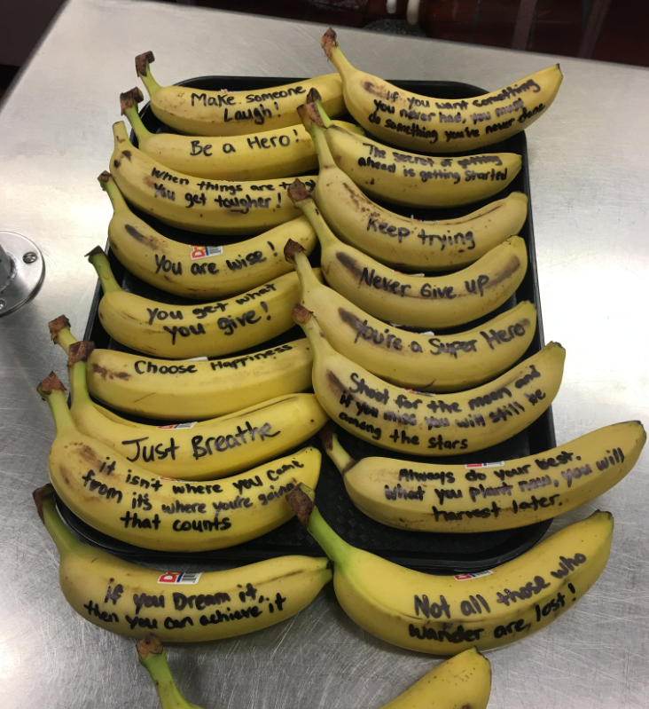 """A cafeteria manager at a Virginia elementary school wrote messages of hope on bananas. """"She just wanted it to brighten their day,"""" the principal said. (Photo: @DrShewbridge via Twitter)"""