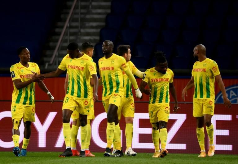 Moses Simon (2R) is congratulated after scoring the winner for Nantes at Paris Saint-Germain