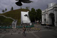 """The newly built """"Marble Arch Mound"""" is seen after it was opened to the public next to Marble Arch in London, Tuesday, July 27, 2021. The temporary installation commissioned by Westminster Council and designed by architects MVRDV has been opened as a visitor attraction to try and entice shoppers back to the adjacent Oxford Street after the coronavirus lockdowns. (AP Photo/Matt Dunham)"""