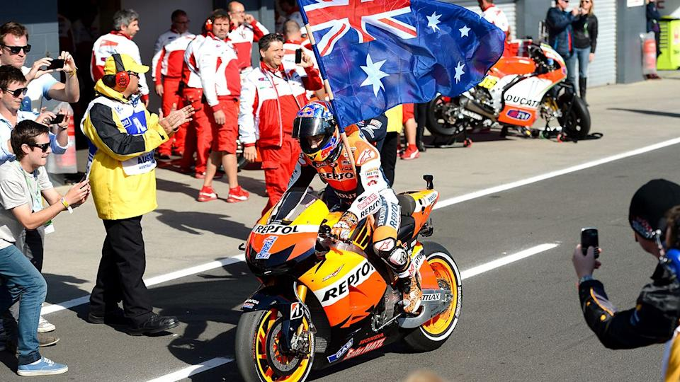 Casey Stoner después de ganar la carrera de MotoGP australiana en la isla Phillip en 2012. (Crédito de la foto: WILLIAM WEST/AFP vía Getty Images)
