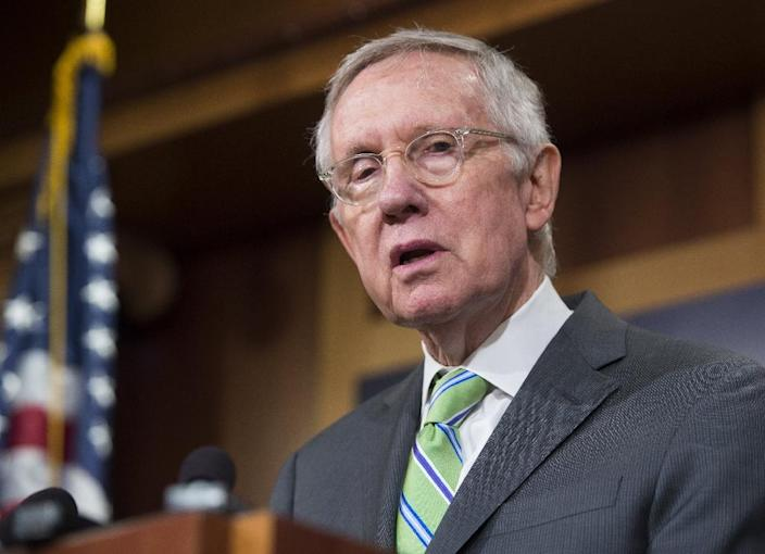 Senate Democratic Leader Harry Reid speaks following a failed cloture vote to end debate on the Iran nuclear deal and block a final vote on the disapproval of the deal, at the US Capitol in Washington, DC, September 10, 2015 (AFP Photo/Saul Loeb)