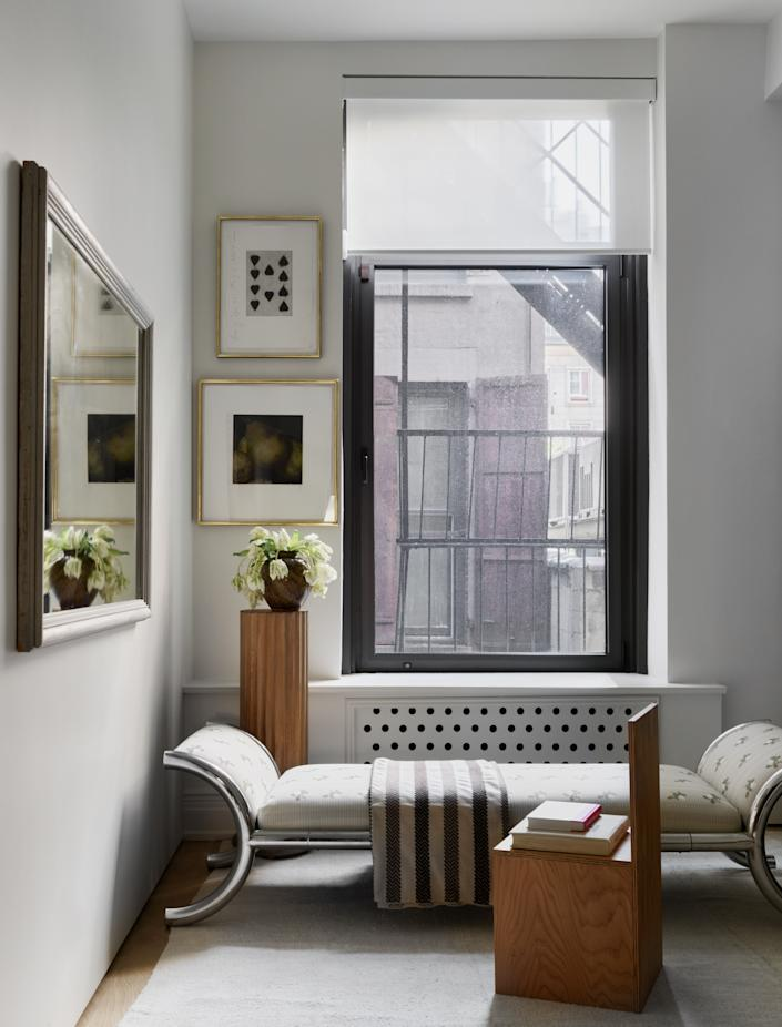 A home office occupies the loft's third bedroom. This corner features a 1970s Italian chaise with a chrome frame and a vintage accent chair in the style of Donald Judd from Galerie Michael Bargo.