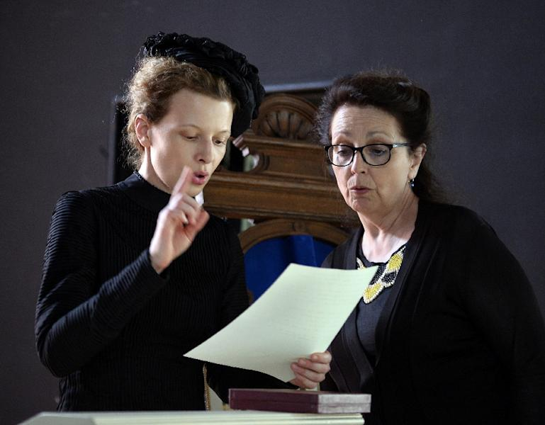 Director Marie Noelle (R) and actress Karolina Gruszka, who plays Maria Sklodowska-Curie, during the making of a biopic about the scientist's life in Poznanski Palace in Lodz on June 16, 2015 (AFP Photo/Janek Skarzynski)