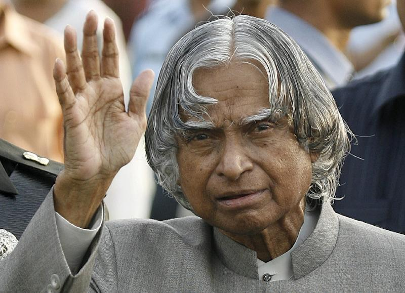 India's former President A P J Abdul Kalam waves while meeting guests during a reception at the Presidential palace in New Delhi on July 22, 2007 (AFP Photo/Prakash Singh)