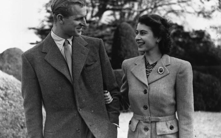 Princess Elizabeth and Prince Philip enjoy a walk during their honeymoon at Broadlands, Romsey, Hampshire - Hulton Archive