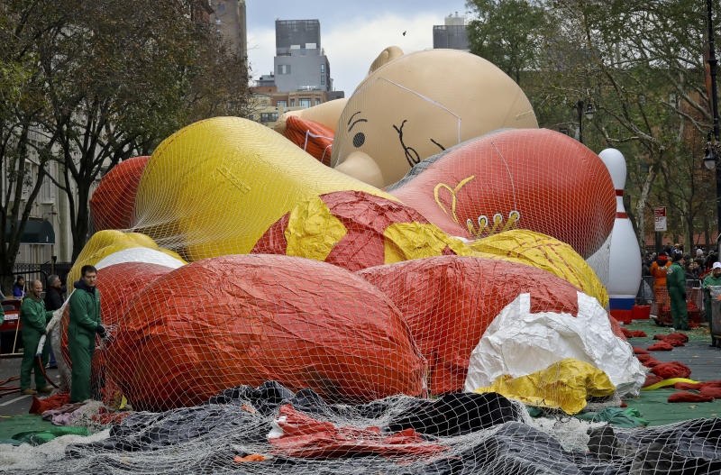 Balloons, blankets at frigid Macy's Thanksgiving Day Parade