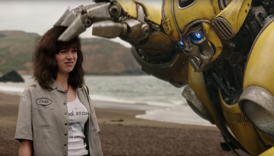 Hailee Steinfeld bonds with Bumblebee in the 'Transformers' spin-off. (Paramount)