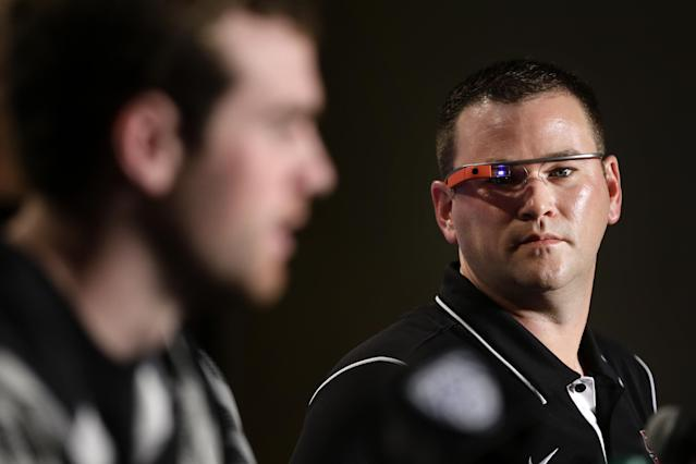"Stanford offensive coordinator Mike Bloomgren (R) wears Google Glass while listening to QB <a class=""link rapid-noclick-resp"" href=""/nfl/players/29396/"" data-ylk=""slk:Kevin Hogan"">Kevin Hogan</a> during a news conference on Friday, Dec. 27, 2013, in Los Angeles. (AP Photo/Jae C. Hong)"